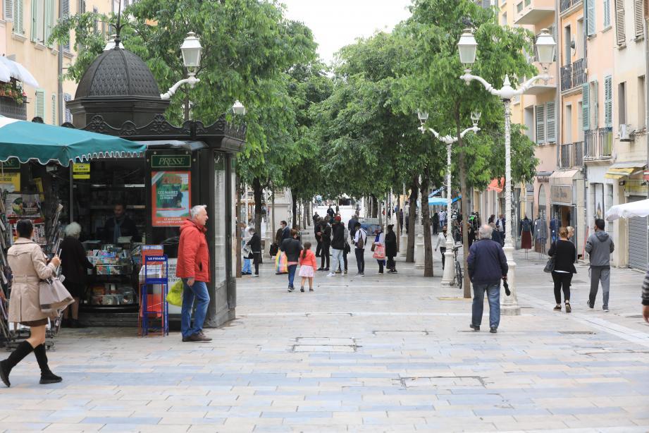 Le mauvais temps de ce lundi 11 mai en a découragé plus d'un, à Toulon.