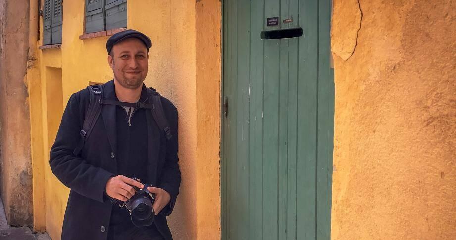 Mathieu Py est photographe et il vit à Nice depuis une vingtaine d'années.