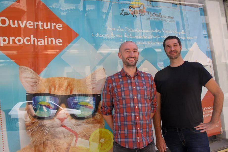 Julien Gilbert et Benoit Petit ouvriront leur club de vacances pour chats sudistes le 23 juin prochain à Toulon.