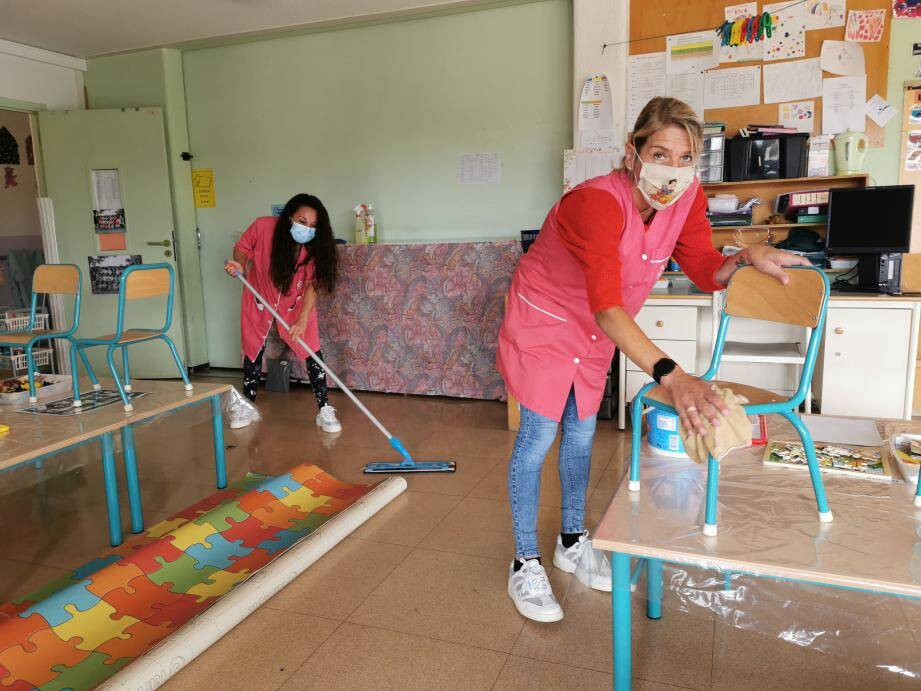 Les agentes communales terminent ce samedi le grande nettoyage de la maternelle Saint-Antoine.