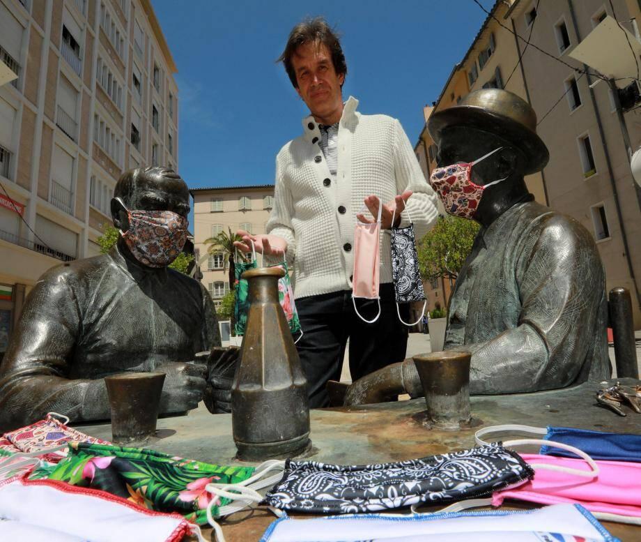 À Toulon, Jean-Philippe Pic est passé de la fabrication de maillots pour les clubs de natation aux masques de protection homologués à usage grand public.