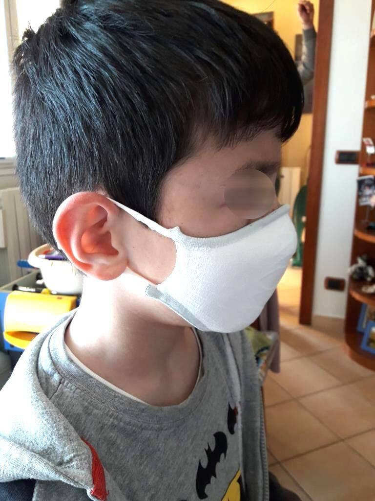 Le masque se veut sobre et ergonomique pour les enfants.