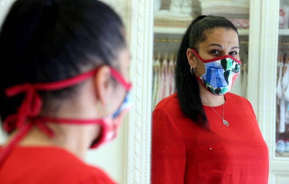 Les masques sont vendus 5 euros l'unité.