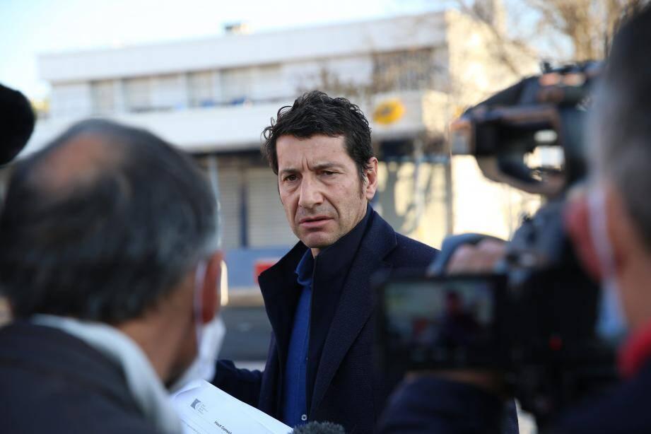 Le maire de Cannes, David Lisnard, lors de la désinfection des rues de La Bocca le 10 avril.