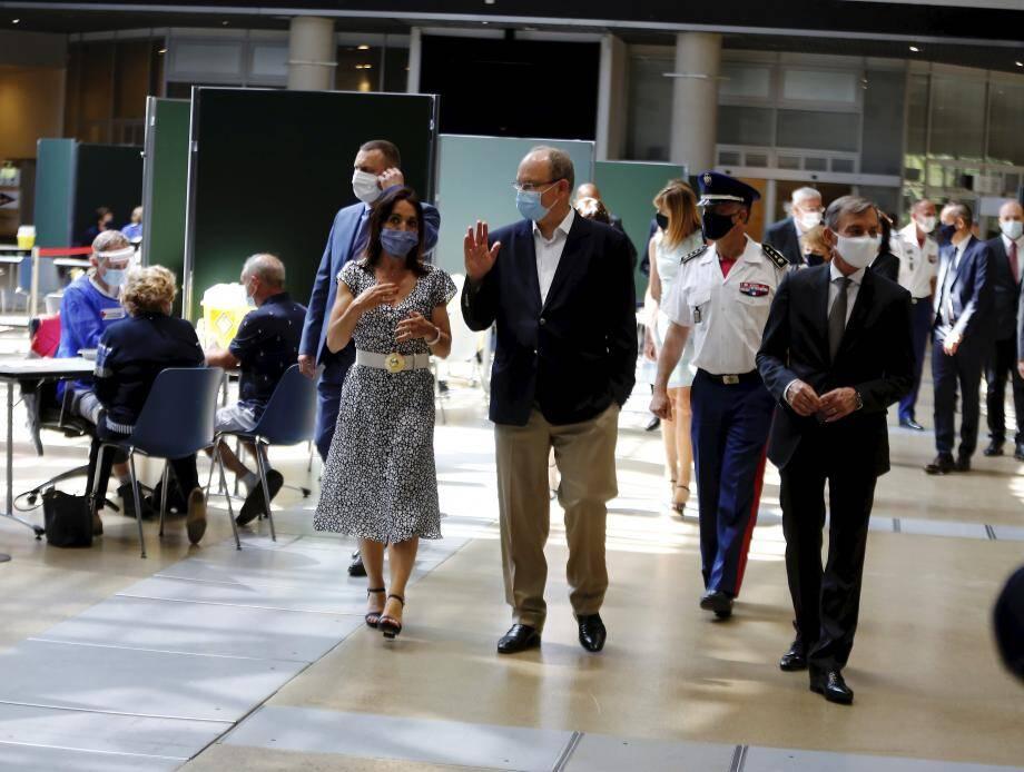 Le prince Albert II a visité les centres de dépistage Covid.