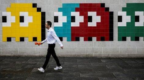 Une oeuvre de l'artiste de rue Tsim Sha Tsui, à Hong Kong le 31 mai 2019, reprend les personnages du jeu Pac-Man, qui fête en 2020 ses 40 ans.