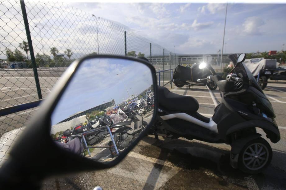 Le parking actuel motos T2 reste en place avec des stationnements gratuits motos, mais ceux-ci seront à terme, en nombre plus limité.