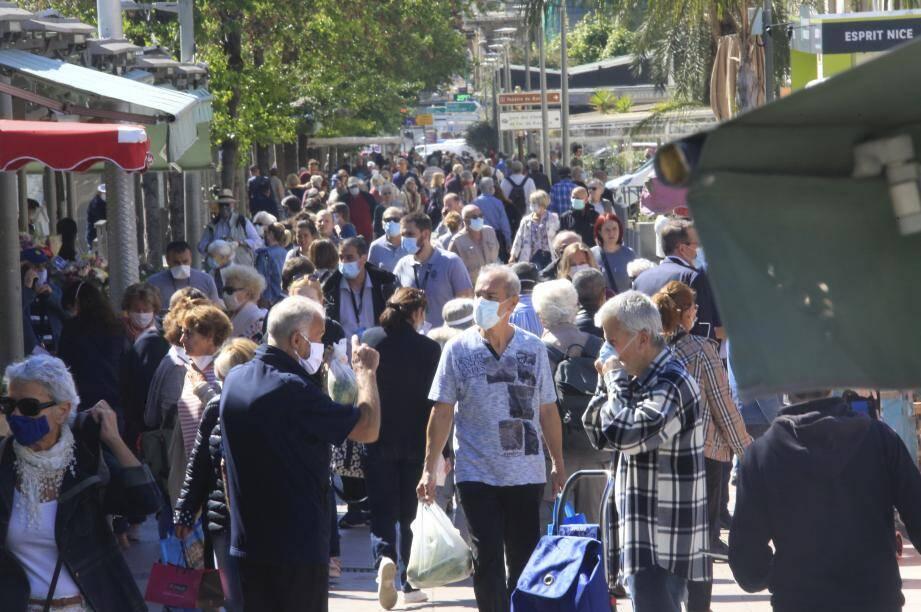 Ambiance le 12 mai sur le marché de la Libération à Nice.