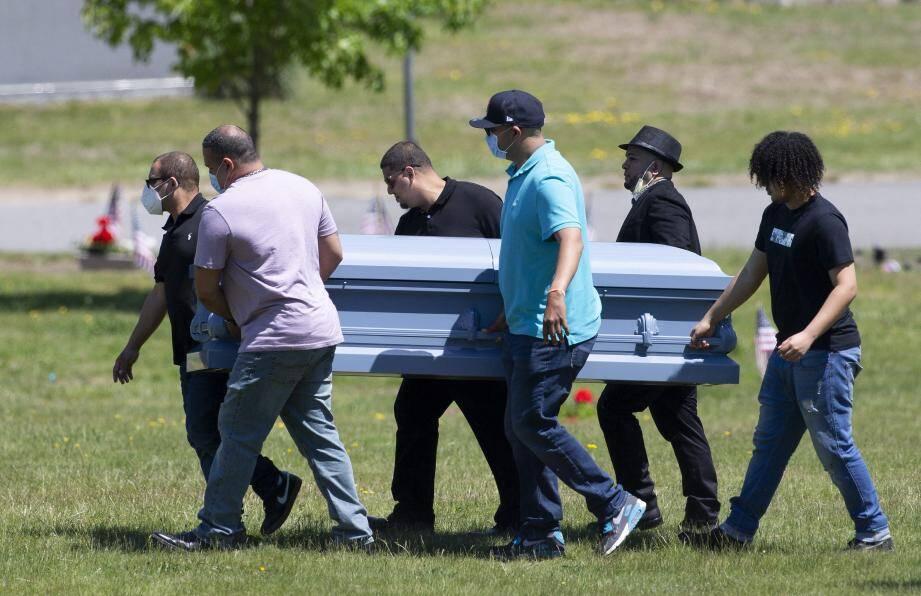 Lors d'obsèques à Lawrence, dans le Massachusetts le 27 mai.