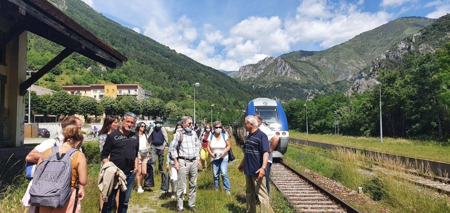 Le maire Jean-Pierre Vassallo et ses conseillers municipaux sont venus accueillir les voyageurs du premier train des Merveilles de la saison.
