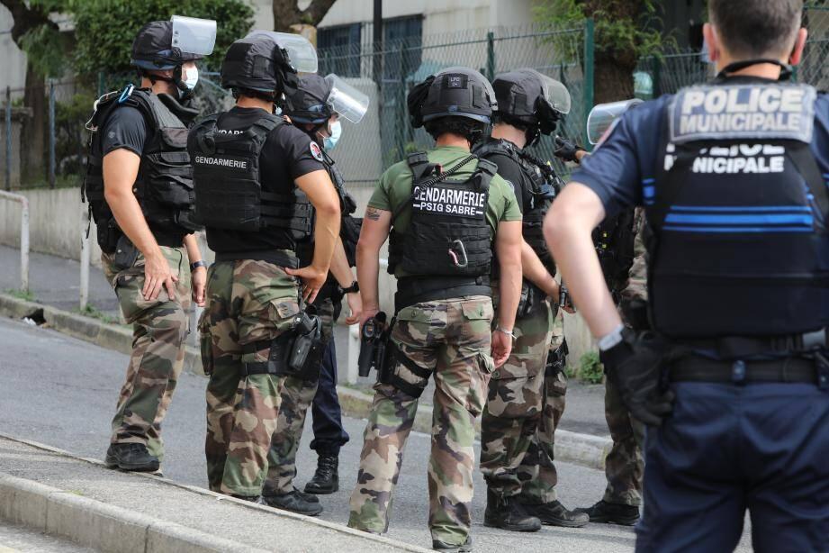 Les hommes de la gendarmerie nationale arrivés en renfort dans le quartier de Liserons.