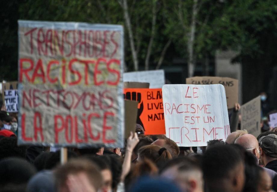 """Manifestation à Lille, le 4 juin 2020, en solidarité avec le mouvement """"Black lives matter"""", après la mort de George Floyd, asphyxié par un policier à Minneapolis (Etats-Unis)."""
