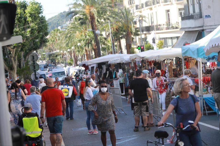 Ce samedi, sur le marché à Hyères, les clients reviennent progressivement.