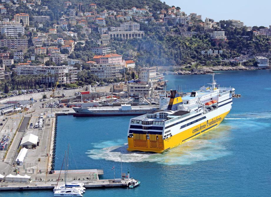 Bateau au départ de Nice.