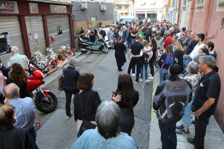 Les amis de Jean-Christophe Capdevielle avaient décidé de lui rendre un hommage, vendredi soir en se rassemblant à Nice devant le garage qu'il gérait.