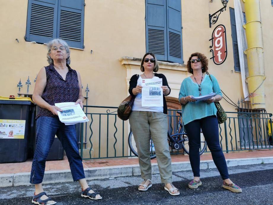 Samedi dernier, Annie Voarino, Candice Julou et Sophie Cochennec ont distribué des tracts invitant à participer à la manifestation de protestation contre le départ de la CGT et la disparition de la Bourse du travail en centre-ville.
