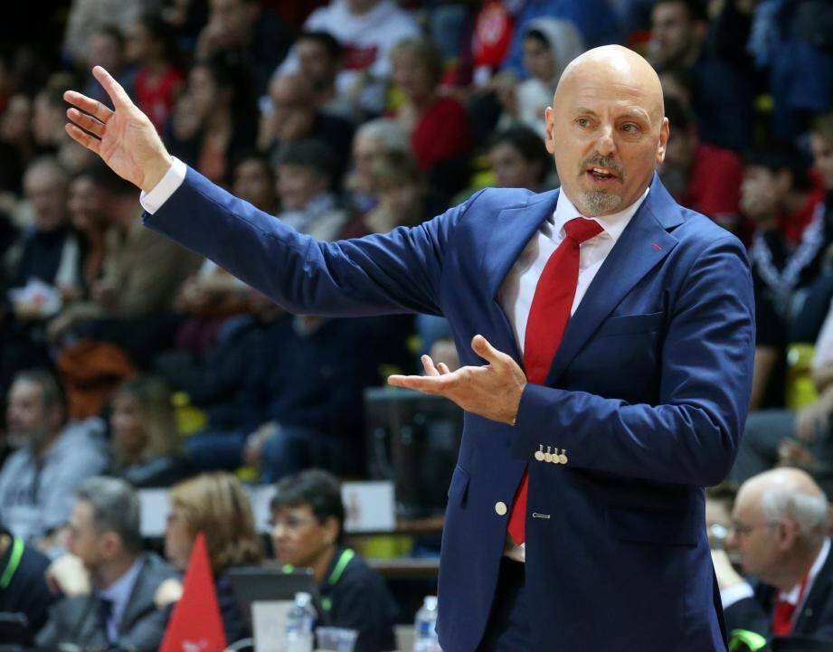 Sasa Obradovic, qui signe à l'Etoile Rouge, sera resté invaincu en Jeep Elite à domicile avec l'ASM Basket, soit 25 matches sans défaite.