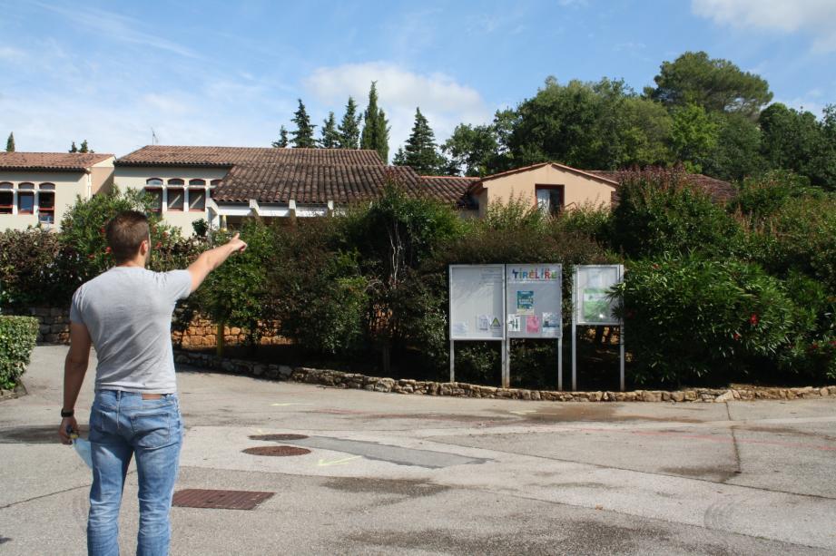 L'extension de l'école maternelle est prévue au sud du bâtiment existant.