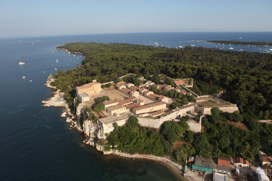 Plusieurs joueurs, dès 9 à 16 ans, vont débarquer sur l'île Ste-Marguerite en août pour un stage de perfectionnement au jeu-vidéo Fortnite.