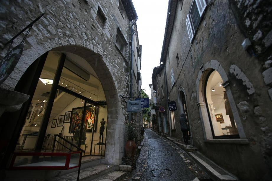 """Pour les deux challengers à la mairie de Saint-Paul-de-Vence, veulent booster le tourisme, """"première économie locale"""" mais avec deux visions différentes."""