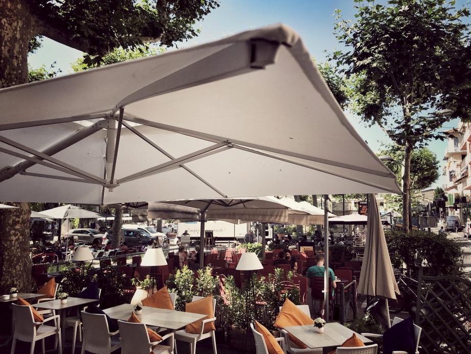 Une des propositions du candidat, Patrick Scalzo, étendre les terrasses sur les différentes places du centre-ville de Vence.
