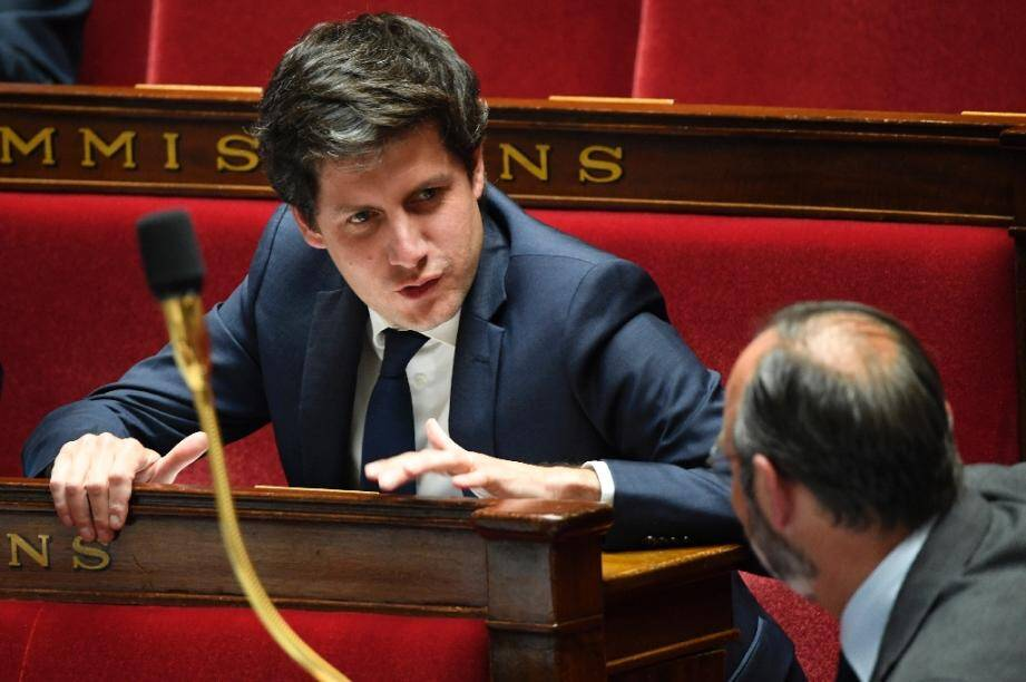 Julien Denormandie discute avec Edouard Philippe le 9 juin 2020 à l'Assemblée