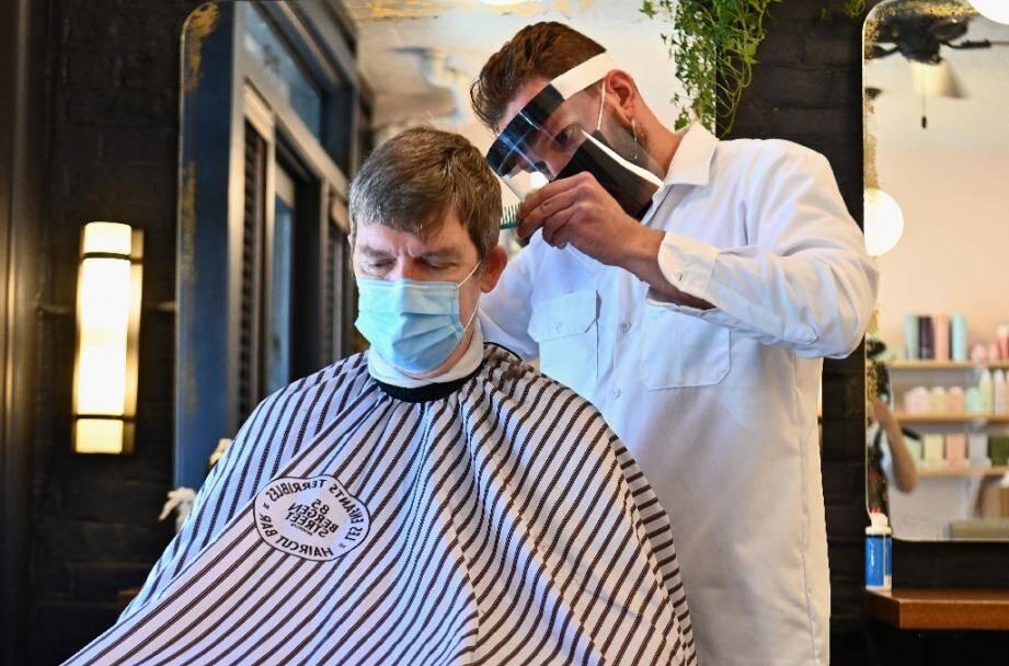 Un coiffeur de Brooklyn à New York le 22 juin 2020