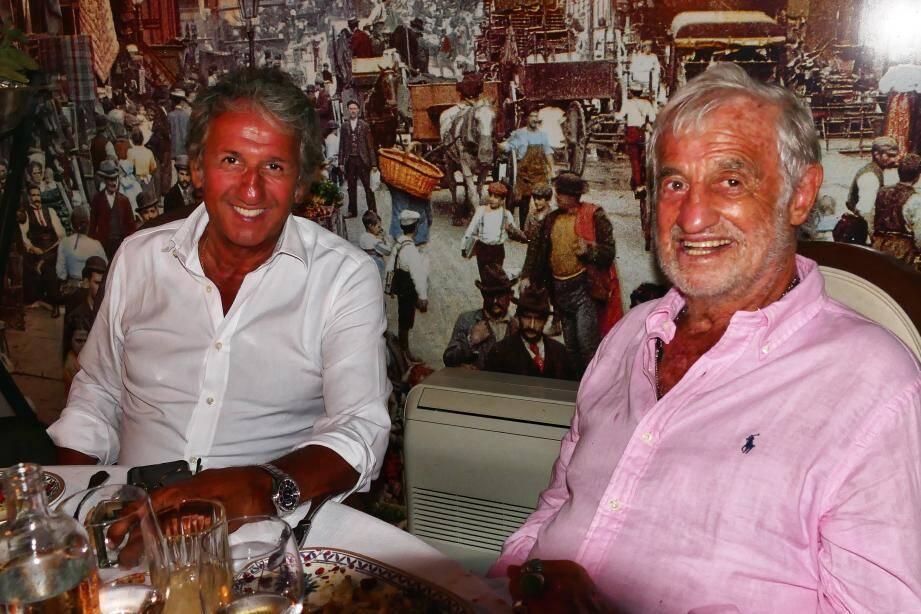 """Richard Anconina et Jean Paul Belmondo ce vendredi soir chez Mamo dans le vieil Antibes. La seconde sortie de Bebel dans la cité des remparts et les retrouvailles des deux têtes d'affiche du film """"Itinéraire d'un enfant gâté"""""""