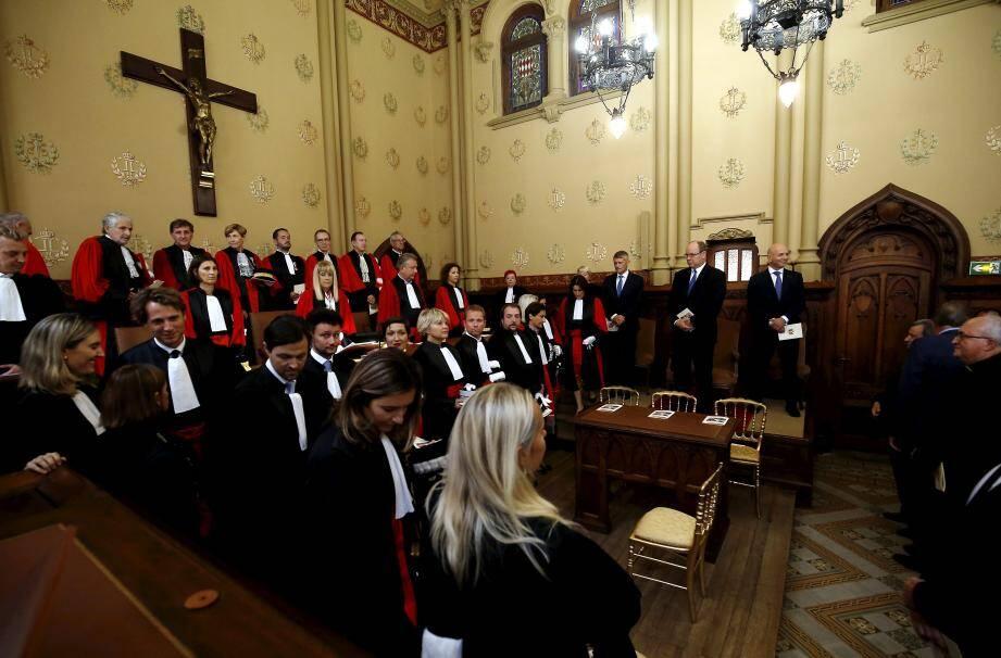 Le juge Levrault, au premier plan tête baissée, lors d'une audience solennelle de rentrée des tribunaux monégasques.