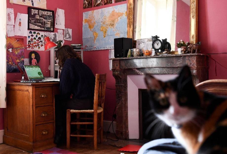 Depuis mars, les lycéens travaillent de chez eux. Les lycées commencent à rouvrir progressivement leurs portes cette semaine