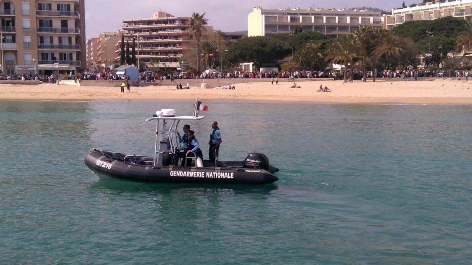 La gendarmerie départementale dispose de deux brigades nautiques dans le Var, aux Issambres et au Lavandou.