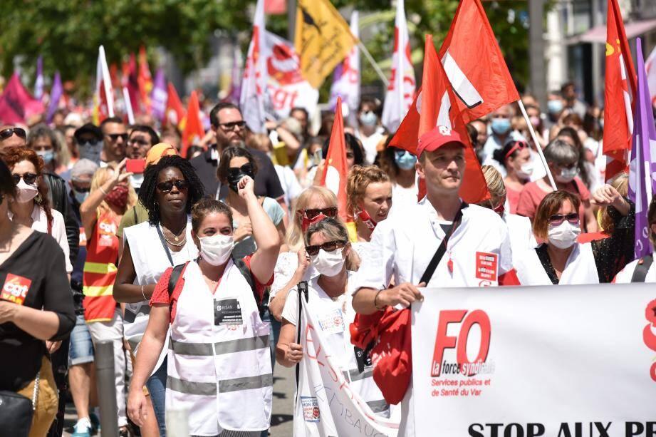 Infirmières, aides-soignantes... des centaines de manifestants ont défilé sur le boulevard Clemenceau ce mardi, en fin de matinée.