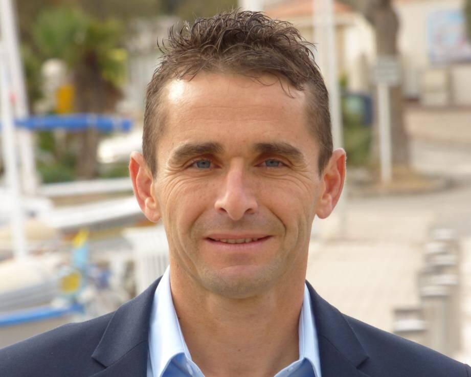 Arnaud Latil remporte la triangulaire à Carqueiranne.