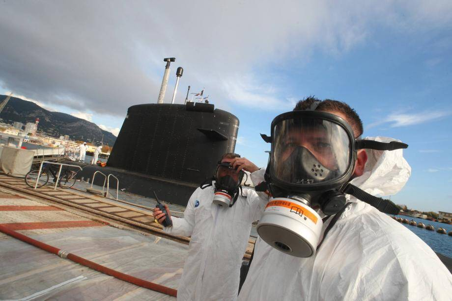 Des exercices sont régulièrement menés dans la base navale pour mettre le plan particulier d'intervention à l'épreuve. Le dernier en date a été réalisé en décembre 2019.