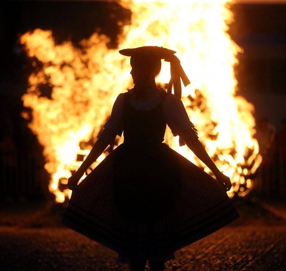 Pour marquer la Saint-Jean, ce 23 juin, un batafoegu ou feu de joie sera allumé ce sera sur la place du Palais.