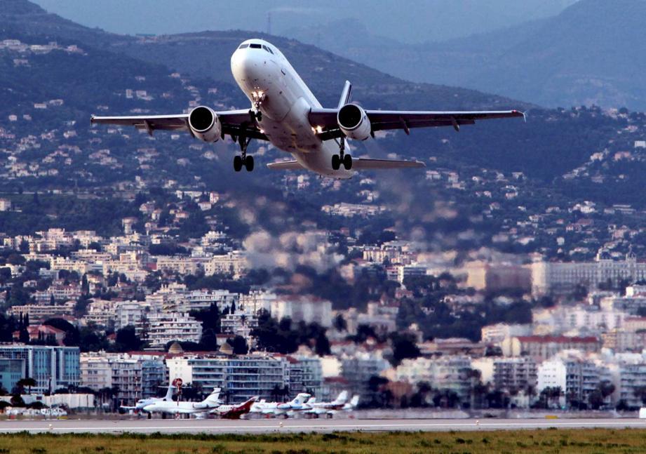 Décollage à l'aéroport de Nice