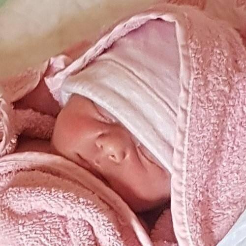 La petite Lou est né au domicile de ses parents, aux Adrets.