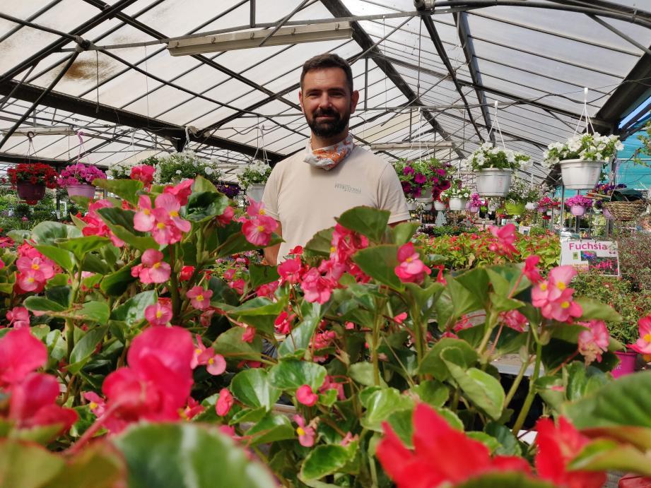 Avec les conseils de Mathieu Bonin-Devoto, jardinier à la jardinerie Petruccioli-Truffaut de Nice, vos dipladenias et bégonias tiendront même au-delà de l'été!