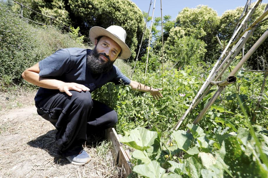 Olivier Ciais, de l'association niçoise Shilakong, qui oeuvre pour l'éductation à l'environnement par la permaculture.