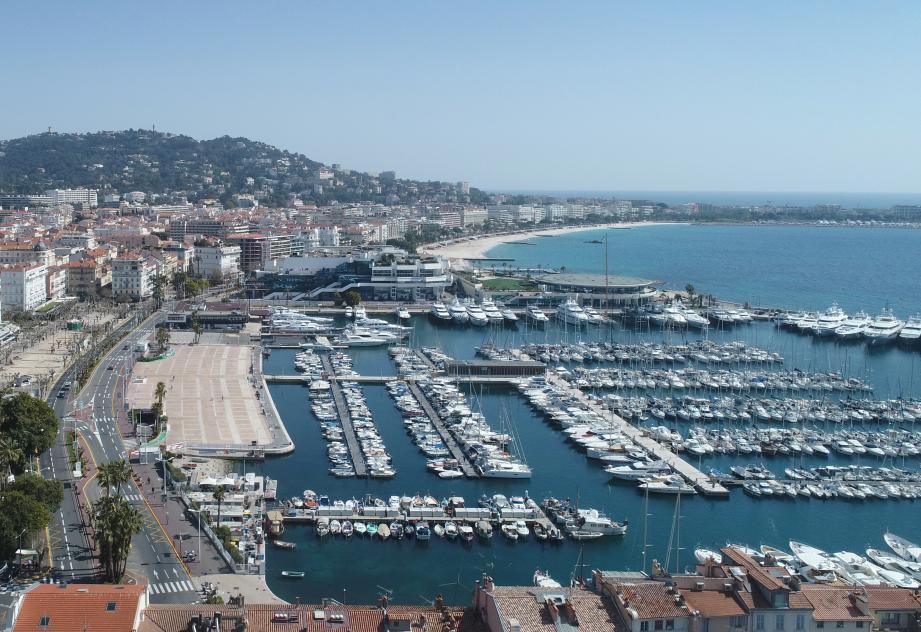 14 salariés des ports de Cannes et 17 employés des parkings repris en régie municipale sont concernés par la décision de l'État.
