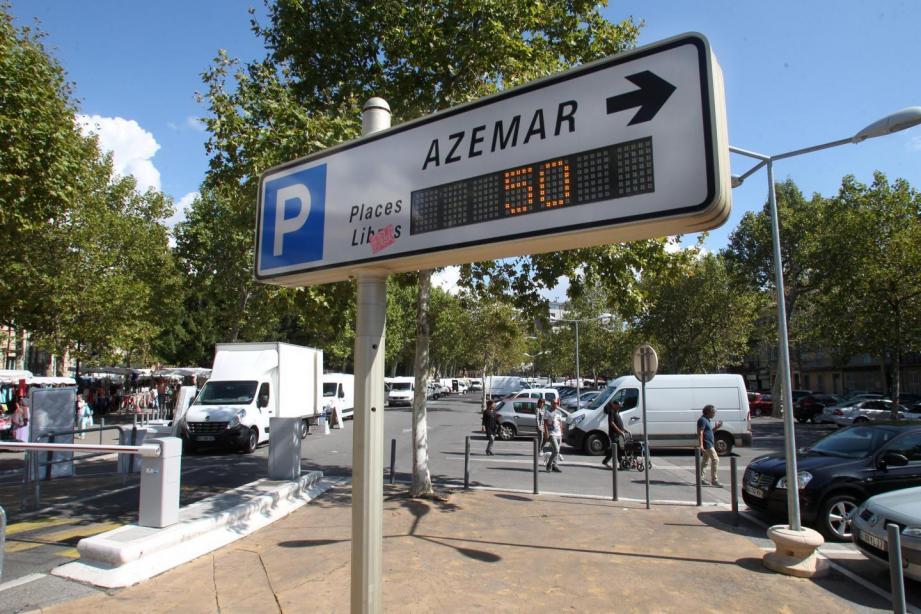 Le parking des Allées d'Azémar reste gratuit l'après-midi, jusqu'à nouvel ordre.