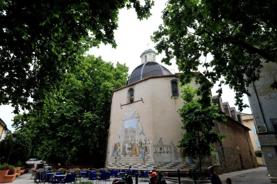 L'église Notre-Dame-de-l'Assomption, construite en 1616, et sur laquelle figure une frise immortalisant le passage du Roi-Soleil dans Belgentier.