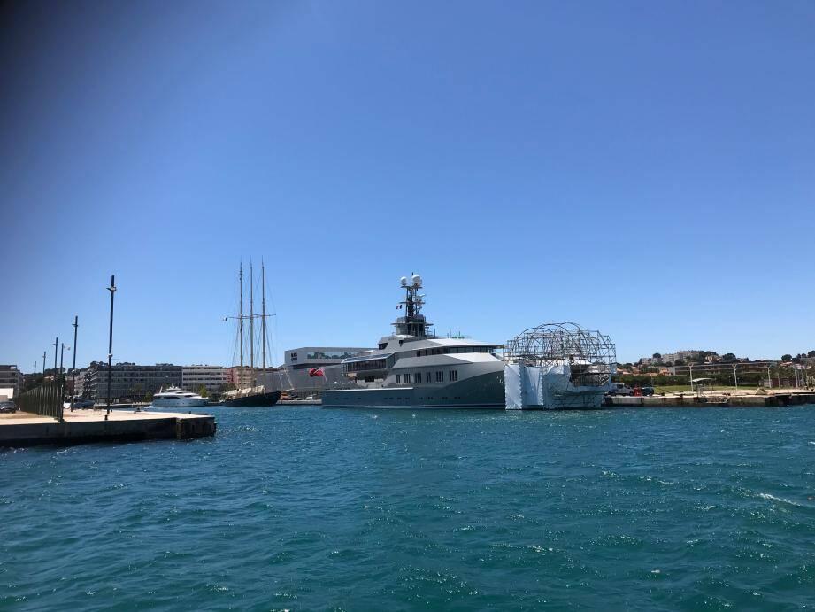 Le yacht Skat se refait une beauté à La Seyne.