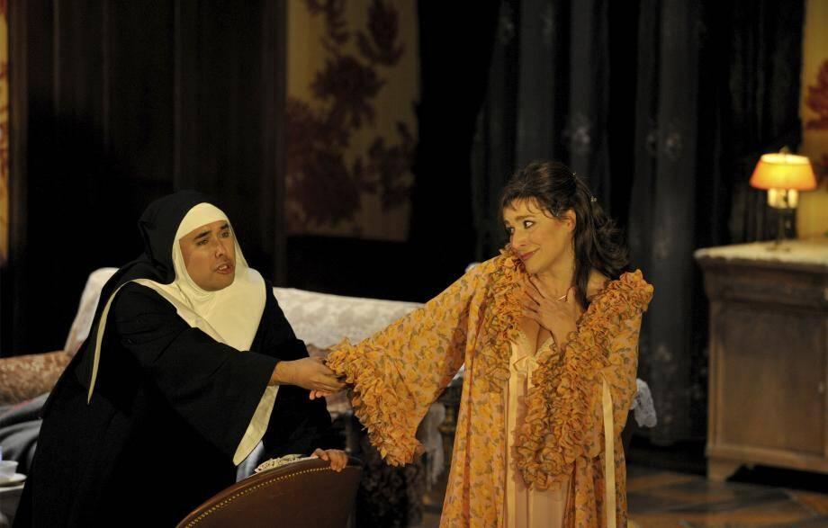 Le Comte Ory de Gioachino Rossini, initialement programmé en mars dernier, est de nouveau à l'affiche de l'Opéra de Monte-Carlo et met en scène Cécilia Bartoli (à droite sur la photo).