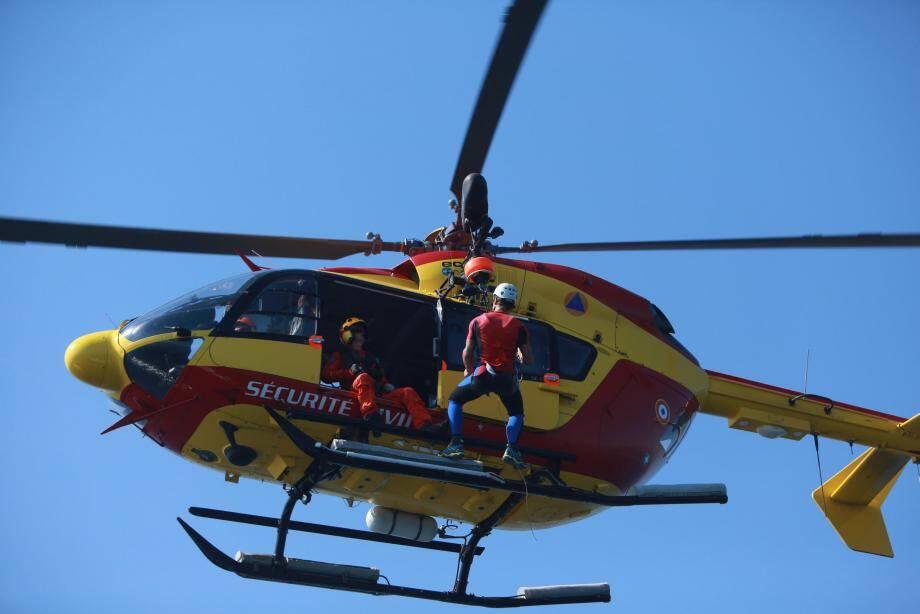 L'hélicoptère de la Sécurité civile Dragon 06 a été appelé en renfort.