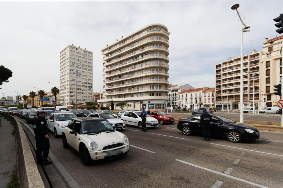 Opérations de police aux entrées de Toulon le 17 ars dernier.