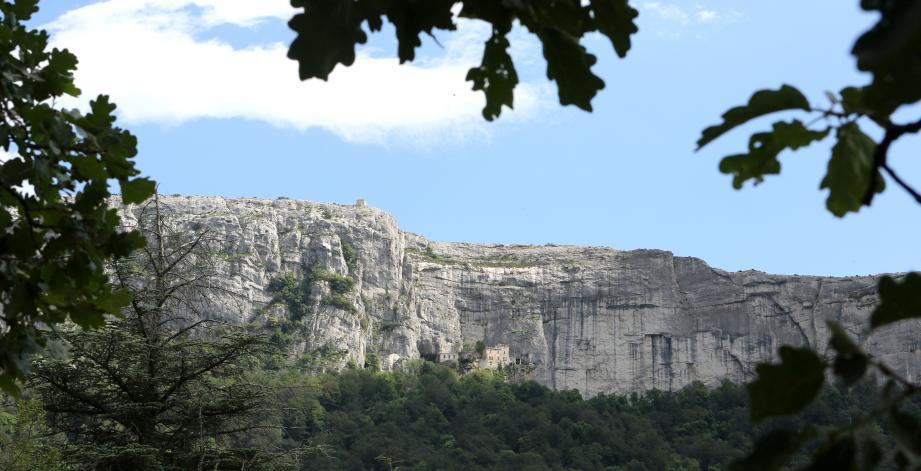 Une vue sur le massif de la Sainte-Baume.
