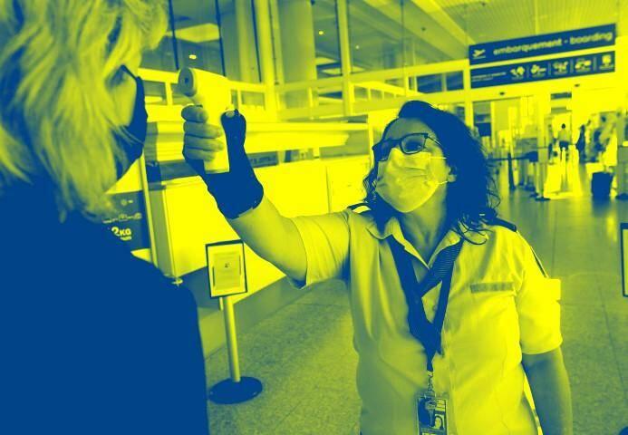 L'exploitant d'aéroport et l'entreprise de transport aérien sont autorisés à soumettre des contrôle de température à chaque passager avant le vol.