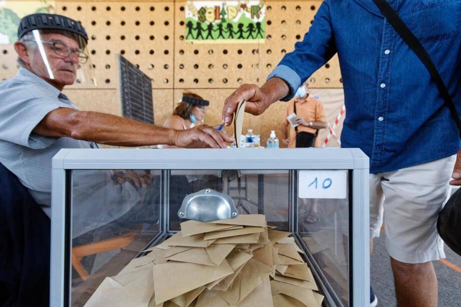 Un bureau de vote dans le Var dimanche 28 juin.