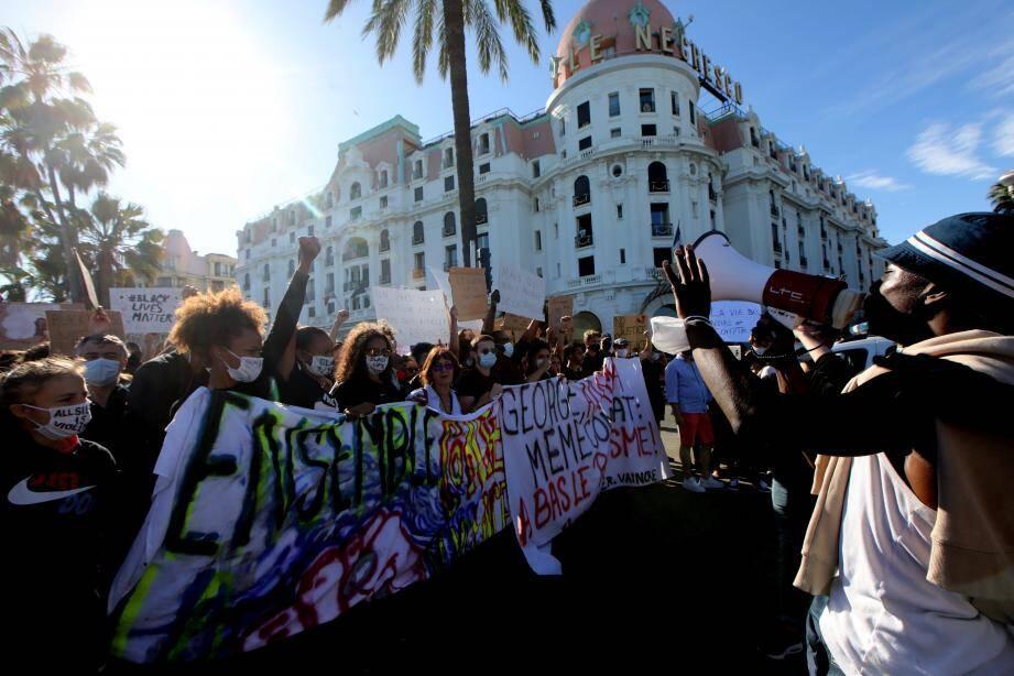 La manifestation Black Lives Matter a rassemblé près de 2.500 personnes samedi à Nice.